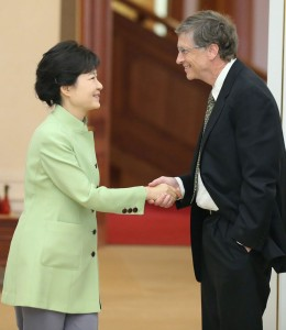 bill_gates_south_korean_hand_shake_thg_130423_vblog