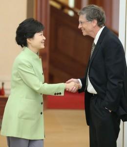 bill_gates_south_korean_hand_shake_thg_130423_vblog