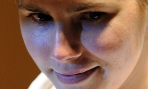 Amanda-Knox-in-court-005