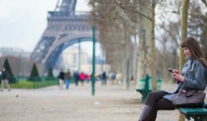woman-texting-overseas-paris-liveworkanywhere